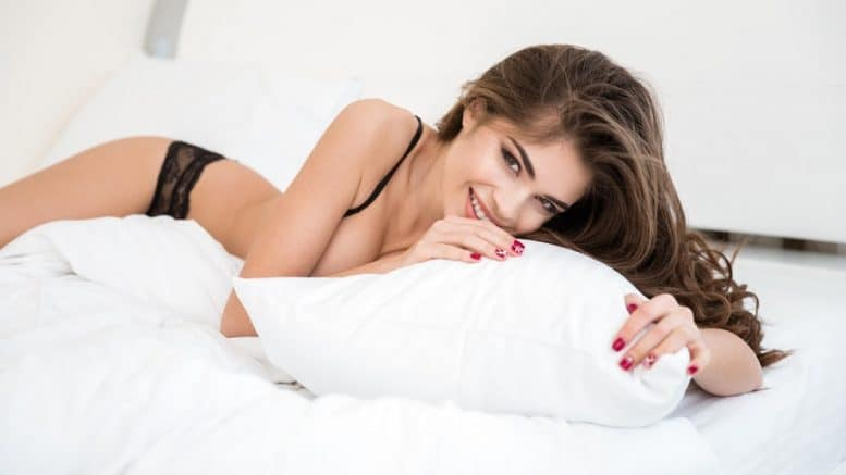 Woman_on_white_sheets